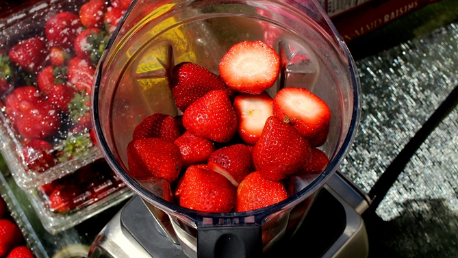 strawberries in blender 2